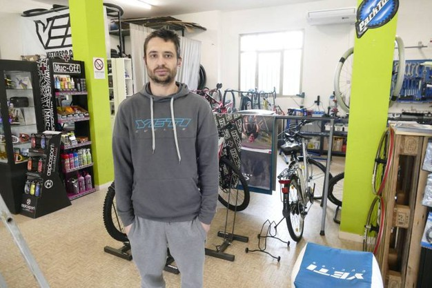 """Daniele Tassi, titolare del negozio di biciclette """"FreeRide"""" di Prato (Attalmi)"""