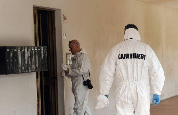 La sezione scientifica dei carabinieri (Foto Crocchioni)