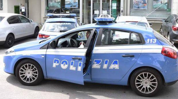 Un'auto  della polizia di Stato