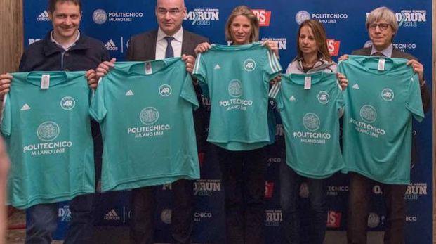 I protagonisti della Polimirun con le nuove maglie che saranno assegnate ai partecipanti