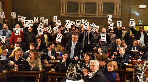 I rappresentanti del comitato in aula con i cartelli