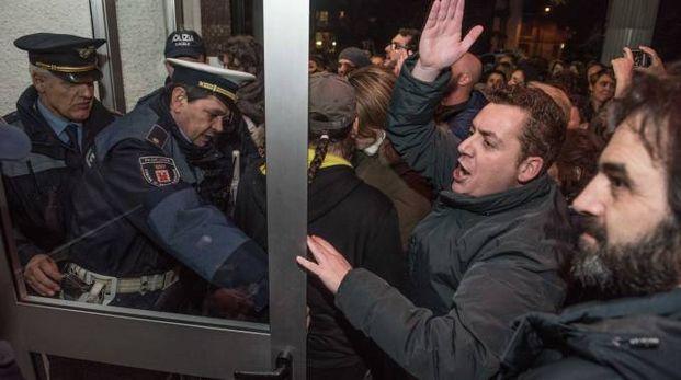 Momenti di tensione in piazza Resistenza