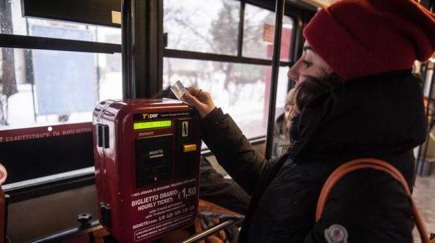 Convalida 'tradizionale' del biglietto su un bus Tper
