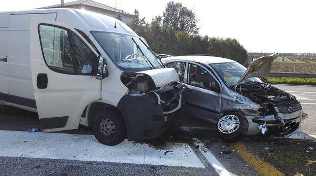 A scontrarsi sono stati un furgone e un'auto (Scardovi)