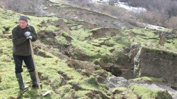 Vittoriano Sartoni che ha in gestione la coltivazione dell'area per il fieno