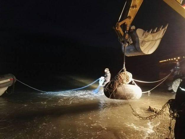 Il trasporto in acqua del pericoloso ordigno bellico