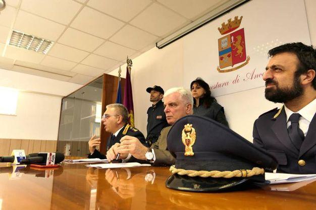 La conferenza stampa della polizia (foto Emma)