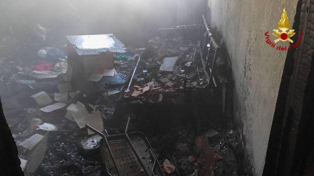 L'appartamento dove si è sviluppato l'incendio è inagibile