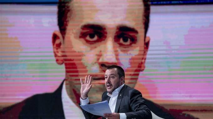 Matteo Salvini, sullo schermo Di Maio (ImagoE)