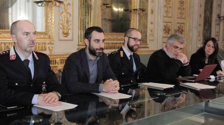 Da sinistra, il comandante della polizia municipale Maurizio Prina, l'assessore Francesco Raspini, l'ispettore Matteo Bartolini, Leonardo Campanale e Ilaria Rapetti (Simurg Ricerche)