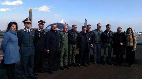 Foto di gruppo all'eroporto di Fano con tutte le autorità presenti