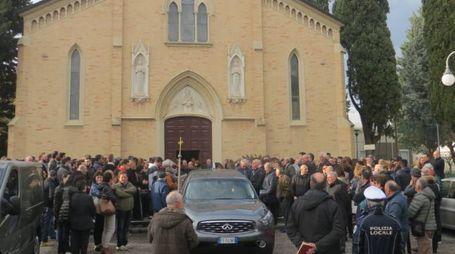 Folla al funerale di Angelo Bracci