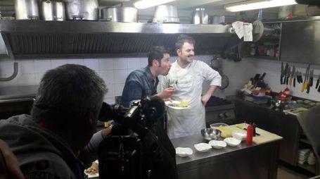 Le telecamere nella cucina de 'Il pesce e il vino'