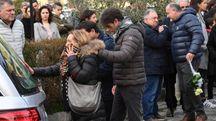 La madre di Andrea Lucchesi ai funerali del figlio