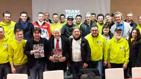 Il team Rcm spiega  il circuito e nel gruppo con Costantini,  Ucchielli, Biancani, Massa, Stella, Tonali, Dini, Forni e Marottesi