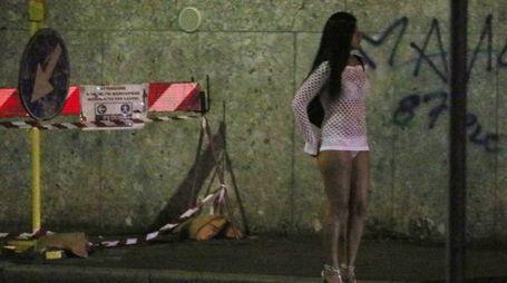 Le ragazze nigeriane si prostituiscono soprattutto alla Pioppa (Foto d'archivio)