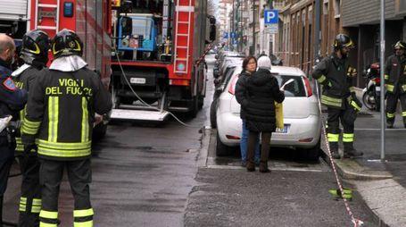 L'intervento dei vigili del fuoco in viaPezzotti (Newpress)
