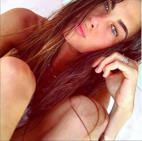 Non c'è l'ufficialità. Ma si vocifera che  Francesca Sofia Novello, ex ombrellina, sia l'ultima fiamma di Valentino Rossi (Foto Instagram)