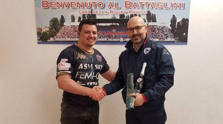 Momberg premiato dal presidente Azzi come man of the match (Foto Donzelli)
