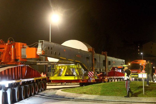 Chiusa la SS38 per trasporto eccezionale da Andalo a Villa di Tirano (foto Orlandi)