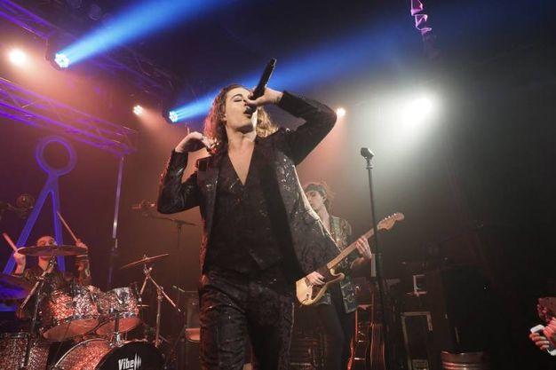 La performance di Damiano, il sex symbol della band (foto Schicchi)