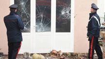 Un 37enne è stato arrestato per stalking dopo che aveva tirato escrementi contro la casa dello zio
