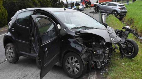 L'auto distrutta nell'impatto