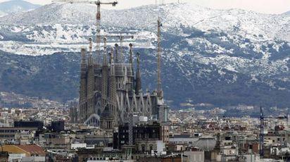 Primavera 'pazzerella', neve a Barcellona