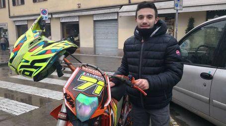 Alessio Visentin, lo youtuber centauro di Cinisello con la sua moto da cross