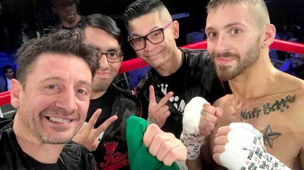 Andrea Galbiati sul ring del Madison Square Garden con il campione John Pina