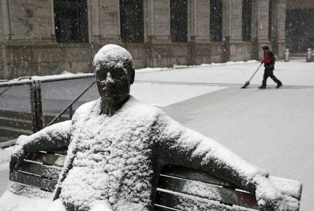 L'uomo di neve a Baltimora (Ansa)