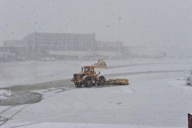 L'aeroporto di Boston sotto la bufera (Lapresse=