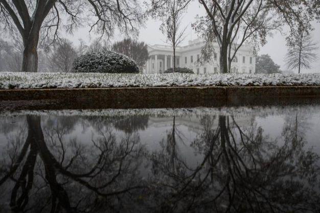 LA Casa Bianca sotto la neve (Ansa)