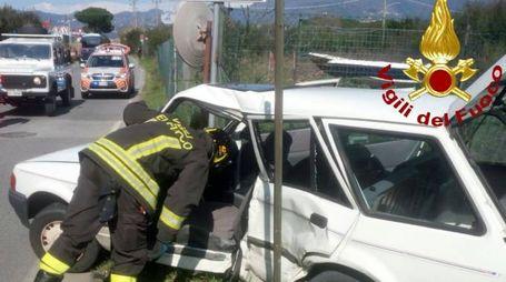Incidente ad Ameglia, una delle due auto coinvolte (foto: vigili del fuoco)