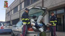 L'auto fermata dalla Polstrada e la droga sequestrata