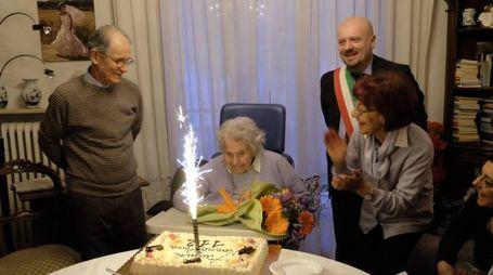 Anna Benericetti con la famiglia e il sindaco Drei (foto Frasca)
