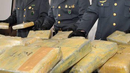 BUSINESS La Guardia di Finanza mostra la merce sequestrata Il mercato della droga è in continua ascesa