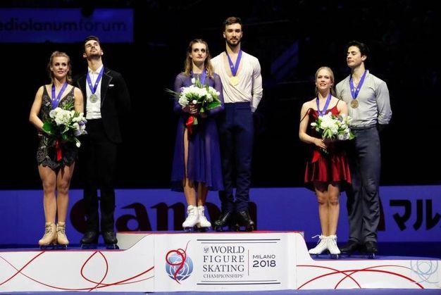 Mondiali di pattinaggio, le coppie sul podio (foto Ansa)