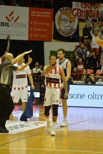Naimy e le triple di Jackson e Severini hanno lanciato Forlì (Foto Frasca)