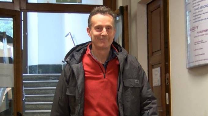 SECONDA VITA Antonio Logli all'uscita dal Comune di San Giuliano nel suo primo giorno di lavoro
