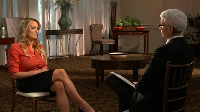 Stormy Daniels intervistata dalla CBS (Ansa)