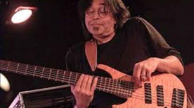 Il bassista Jimmy Haslip