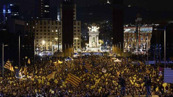 Barcellona, manifestazione dei referendari per l'indipendenza catalana ( AFP PHOTO / JOSEP LAGO)