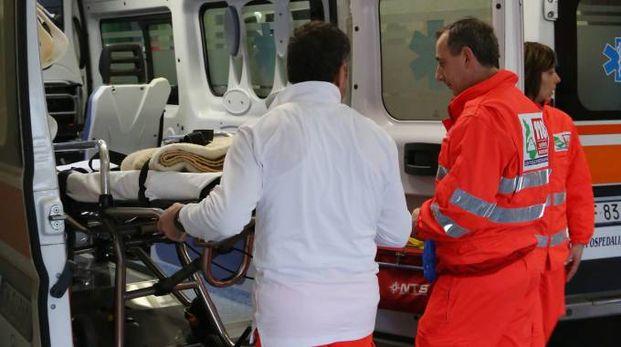Soccorsi in ambulanza (archivio)