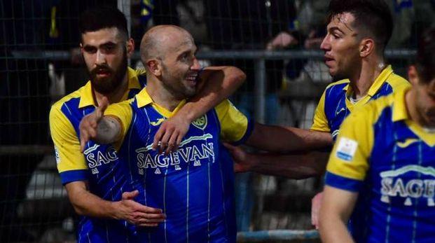 Carrarese-Piacenza 2-0, l'esultanza apuana (Delia)