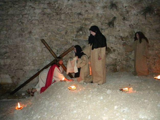 Norcia, le Stazioni della Via Crucis sono quadri viventi lungo le mura
