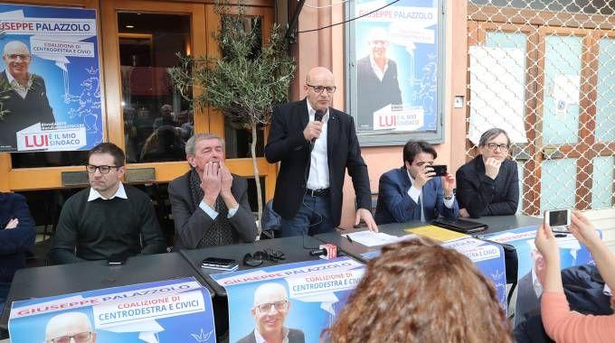 Giuseppe Palazzolo durante l'appuntamento in cui ha presentato il suo programma di candidato del centrodestra
