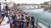 A tagliare il nastro il sindaco Andrea Gnassi e il funzionario della Soprintendenza Vincenzo Napoli (Foto Pasquale Bove)