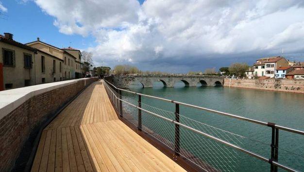 La nuova passerella del ponte di Tiberio (Foto Pasquale Bove)