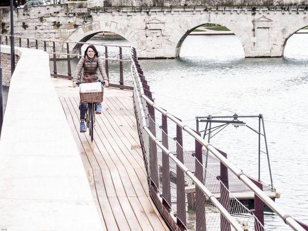 La passerella permette di ammirare il ponte di Tiberio in tutta la sua bellezza (Foto Pasquale Bove)